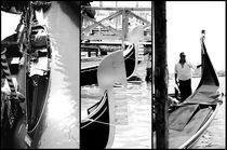Venice-gondola-gondolier-detail