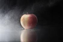 Apple by Vadym Sapatrylo
