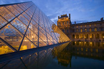 The Louvre at twilight von Danita Delimont