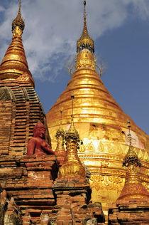 The Dhamma Yazaka Zedi temple at Bagan von Danita Delimont