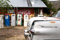 Vintage car and gasoline pumps von Danita Delimont