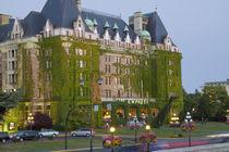 The Empress Hotel at the inner harbour in Victoria British Columbia von Danita Delimont