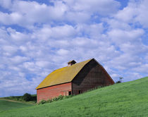 Red barn and clouds von Danita Delimont