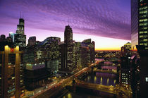 Chicago skyline and river looking west at sunset von Danita Delimont