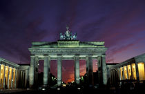 Brandenburg Gate at night von Danita Delimont