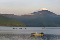 Fuji from Lake Ashi in the Fuji-Hakone-Izu National Park von Danita Delimont