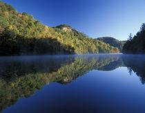 Autumn colors mirrored on Millcreek Lake von Danita Delimont