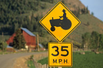 Rural road sign; Methow Valley; Washington State; USA von Danita Delimont
