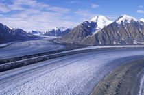 Kasakawulsh Glacier and Saint Elias Mountains von Danita Delimont