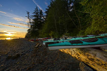 Sea kayaks and sunrise on Johnstone Strait von Danita Delimont