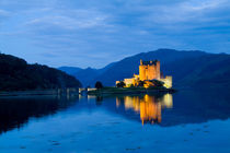 Beautiful Eileen Donan Castle in Western Dornie in Highlands os Scotland the most photographed castle in the world at night with reflections on still beautiful waters von Danita Delimont