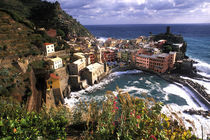 Beautiful Village of Vernazza in the Cinque Terre Area of Italy along Ocean von Danita Delimont
