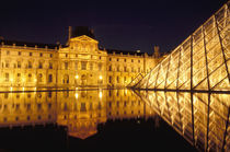 Louvre museum by night von Danita Delimont
