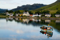Beautiful photo of small village of Dornie with reflections and boat in Western Highlands Scotlands von Danita Delimont