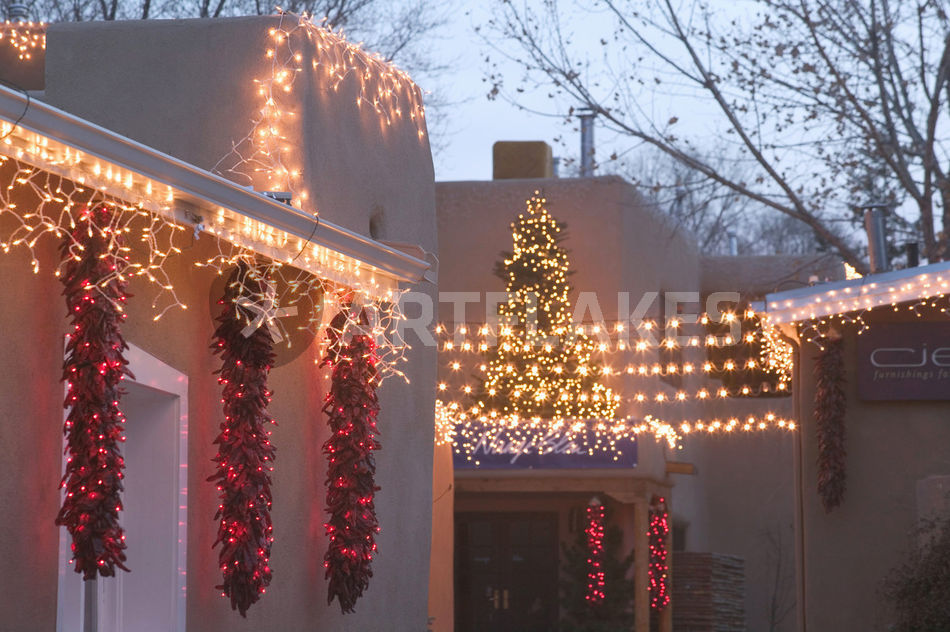 santa fe canyon road gallery district gallery lights evening gipsy alley christmas - Christmas In Santa Fe