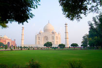 Taj Mahal at sunrise one of the wonders of the world in Agra India von Danita Delimont