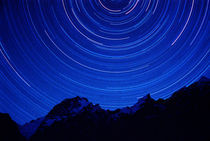 Star swirls over 7000+ meter Masherbrum in Hushe Peaks area of Karakoram Himalaya von Danita Delimont