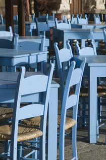 Hania: Venetian Port / Cafe Tables von Danita Delimont