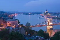Parliament & Danube River from Castle Hill / Evening von Danita Delimont
