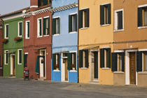 Colorful row of homes and empty street von Danita Delimont