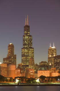 Chicago: City Skyline / Evening from Lake Michigan von Danita Delimont