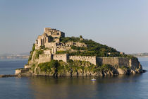 ISCHIA PONTE: 15th century Castello Aragonese d'Ischia / Sunset von Danita Delimont
