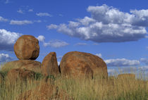 Spherical sandstone boulders sculpted over thousands of years von Danita Delimont