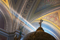 Sun's rays penetrate interior of Roman Catholic church von Danita Delimont