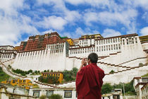 Tibetan monk with Potala Palace (MR)