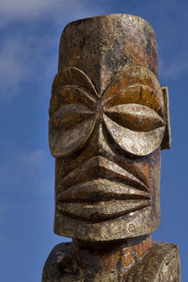 Close-up of wooden tiki face von Danita Delimont