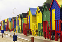 Colorful changing houses line a False Bay beach on the Cape Peninsula von Danita Delimont