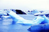 Icebergs at Jokulsarlon Lagoon Breidamerkurjokull in Southern Iceland von Danita Delimont