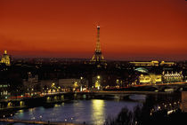 Paris Sunset view of Eiffel Tower and Seine River von Danita Delimont