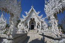 The new all white temple of Wat Rong Khun in Tambon Pa-Or Donchai designed by Chalemchai Kositpipat von Danita Delimont