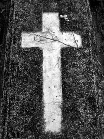 Graveyard cross I by Oliver Metz