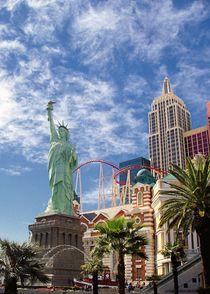 Lady Liberty in Vegas von Jenny Hudson