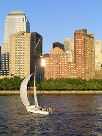 Sailing around Manhattan von Victoria Savostianova