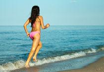 Running along the sea von Victoria Savostianova
