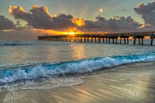 Crashing-waves-at-sunrise