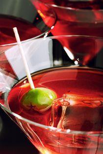Martini with olive von Peter Zvonar