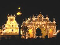 Mysore Palace Gate von Usha Shantharam