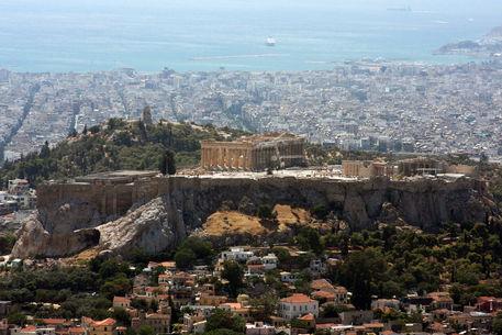 Acropolis-seen-from-lykavittos-hill
