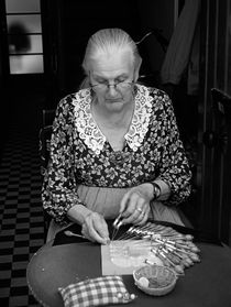 A lacemaker in Bruges by RicardMN Photography