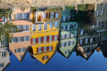 Tübingen - bunte Häuser spiegeln sich im Wasser von Matthias Hauser