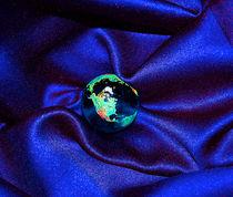 Earth Enveloped von First Star  Art