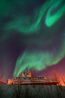 'steamboat under northern lights (Aurora borealis)' von Priska  Wettstein