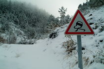 Slippery warning road sign von Sami Sarkis Photography