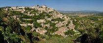 Panoramic view of Gordes Medieval hilltop village von Sami Sarkis Photography