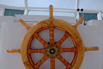 Wooden helm on ship von Sami Sarkis Photography