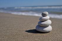 Stack of pebbles on beach von Sami Sarkis Photography